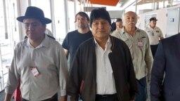 Foto de la Asociación Argentina de Trabajadores del Estado (ATE) y la Unión Central de Trabajadores de Argentina (CTA), del ex presidente boliviano Evo Morales y el ex canciller boliviano Diego Pary Rodríguez llegando a Argentina.