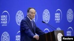 中国国家副主席王岐山2019年7月8日在北京清华大学举行的第八届世界和平论坛开幕式上讲话。