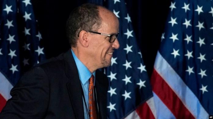 Thomas Pérez antes de hablar durante la sesión general de la reunión de invierno del DNC en Atlanta, el sábado 25 de febrero de 2017.