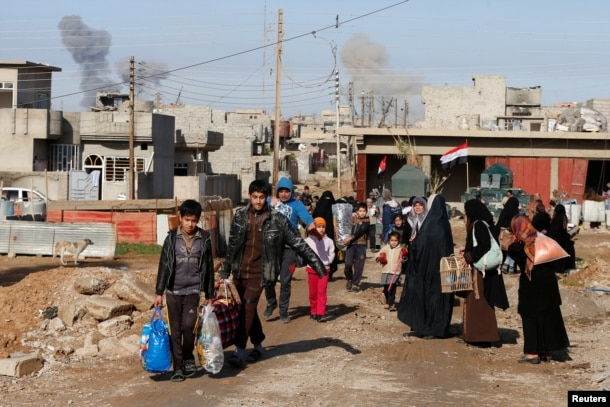 Civilians flee fighting between Iraqi forces and Islamic State fighters north of Mosul, Iraq, Dec. 30, 2016.