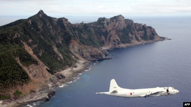 """Philippines tuyên bố rằng khu vực nhận dạng phòng không mà Trung Quốc thiết lập trên vùng biển Hoa Đông 'đe dọa an ninh quốc gia của các quốc gia bị tác động và biến toàn bộ vùng không phận thành không phận nội địa của Trung Quốc""""."""