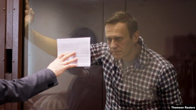 俄罗斯反对派领袖纳瓦尔尼在莫斯科一家上诉法院出庭。(路透社照片)