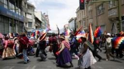 El clima de protestas no cesa en Bolivia. Este viernes continúan las manifestaciones en la nación andina.