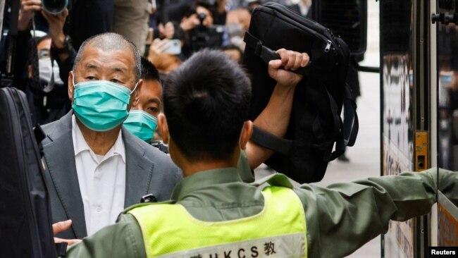 香港壹傳媒創辦人黎智英2021年2月9日離開終審法院(路透社照片)