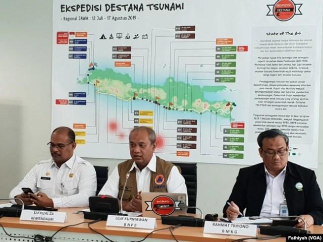 Jumpa pers di kantor Badan Nasional Penanggulangan Bencana, Rabu (10/7) . (Foto: VOA/Fathiyah)