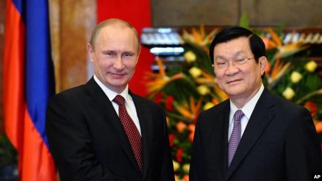 Tổng thống Nga Vladimir Putin được Chủ tịch nước Trương Tấn Sang đón tiếp tại Hà Nội vào tháng 12/2013.