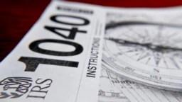 El formulario 1040 (foto) es el documento principal de las declaraciones de impuestos anuales en EE.UU. y debe presentarse antes del día 15 de abril.