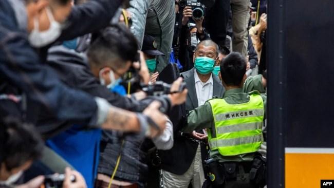 资料照:香港壹传媒创办人黎智英离开终审法庭。(2021年2月9日)
