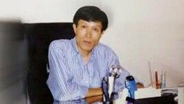 Ông Nguyễn Hữu Vinh, người sáng lập trang anh Ba Sàm, bị cáo buộc 'lợi dụng các quyền tự do dân chủ xâm phạm lợi ích của nhà nước' theo điều 258 bộ luật hình sự.