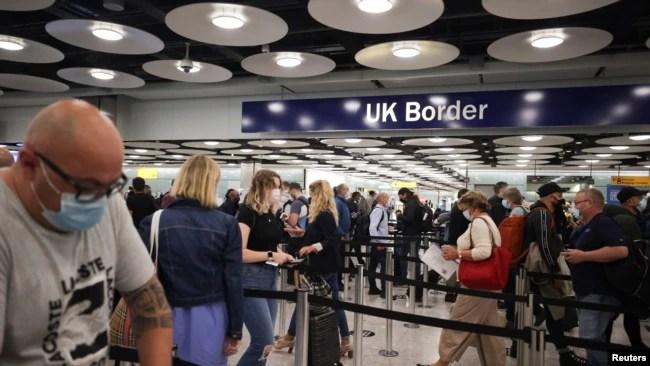 英国伦敦希思罗国际机场5号航站楼的入境审查处(2021年6月29日)