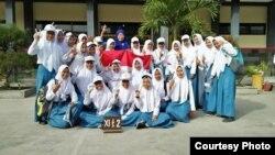 """""""Mengajar kebaikan lewat kebiasaan bisa dilakukan sejak dini,"""" ujar Sri Sulistyani, guru SMAN Balung, Jember, Jawa Timur (foto: courtesy)."""