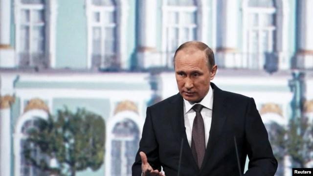 Tổng thống Nga Vladimir Putin nói chuyện tại Diễn đàn Kinh tế Quốc tế