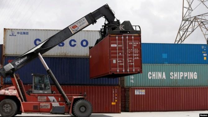 Container của China Shipping and Cosco được chất tại một cảnh ở thành phố Hồ Chí Minh, Việt Nam, ngày 27 tháng 7, 2018.