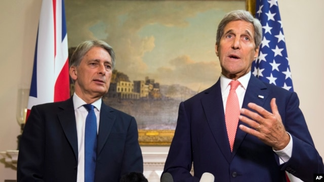 U.S. Secretary of State John Kerry, right, answers a question about the crisis in Syria during a news conference with British Foreign Secretary Philip Hammond in London, Sept. 19, 2015.