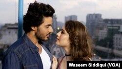 احسن خان اور نیلم فلم چھپن چھپائی کے ایک منظر میں