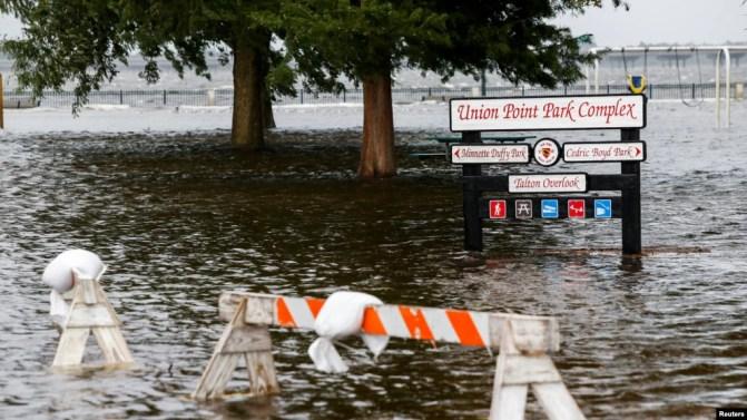Công viên Union Point bị ngập nước khi bão Florence đổ bộ ở New Bern, bang North Carolina,