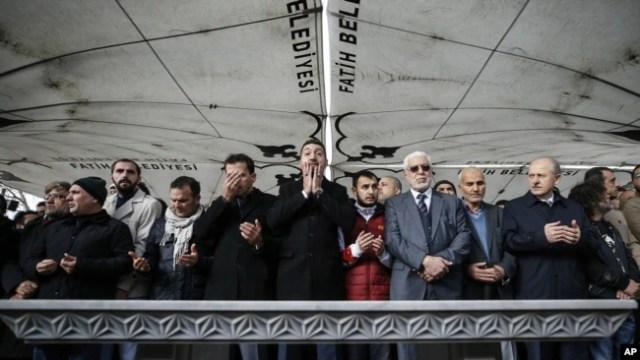 Oraciones funerarias, en ausencia del escritor saudita Jamal Khashoggi, quien fue asesinado el mes pasado en el consulado de Arabia Saudí, en Estambul.
