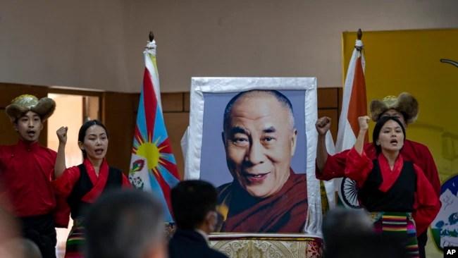 资料照片:流亡印度的藏人在达兰萨拉纪念西藏起义62周年。(2021年3月10日)