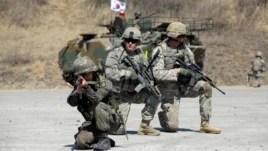 Binh sĩ Mỹ và Hàn Quốc trong cuộc tập trận chung hàng năm tại Pocheon, phía bắc thủ đô Seoul, ngày 25/3/2015.