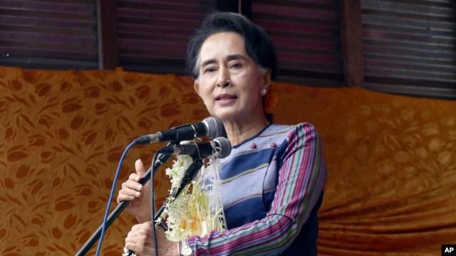 Lãnh tụ đối lập Myanmar Aung San Suu Kyi phát biểu tại bang Shan ở miền nam Myanmar, ngày 6/9/2015.