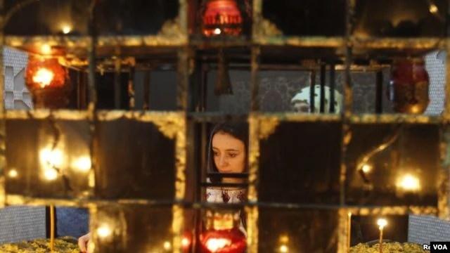 Người dân Ukraina thắp nến tưởng niệm các nạn nhân trận đói Holodomor, Kiev, 26/11/2011