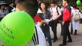 Blogger Hà Nội tập trung tại công viên Thống Nhất, công khai tổ chức các hoạt động để quảng bá, phát huy và vinh danh các giá trị của Nhân Quyền. (Danlambao)