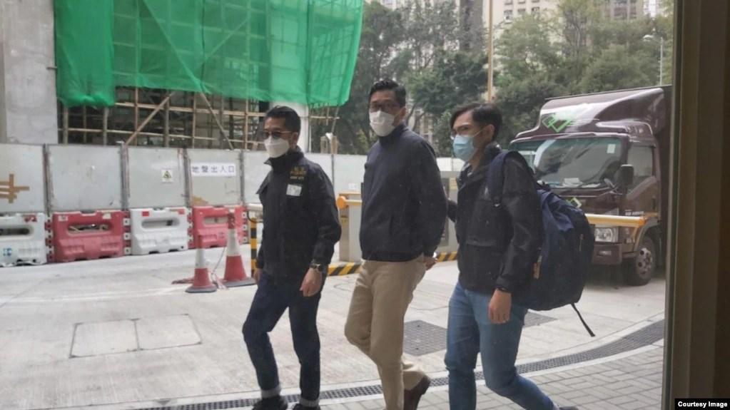 早上被警方上门拘捕,是 3名遭警方大搜捕的民主派人士之一, 警方指控他们涉嫌违反港区国安法颠覆中国国家政权罪。 (林卓廷社交网站图片)