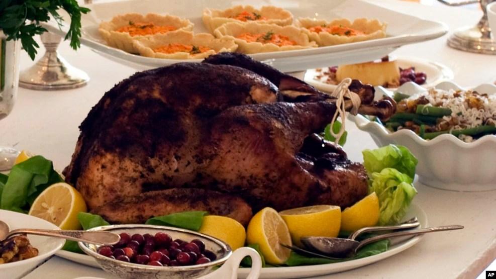 Điểm nổi bật nhất trong ngày Lễ Tạ ơn là thưởng thức những món ăn truyền thống, và đương nhiên, một con gà tây thật lớn.