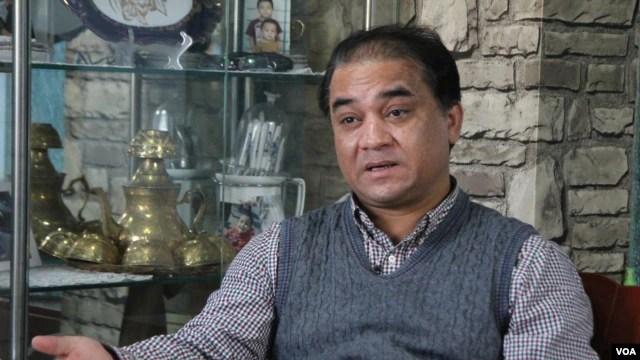 北京维族学者伊力哈木接受美国之音记者采访谈新疆民族问题(美国之音记者东方拍摄)