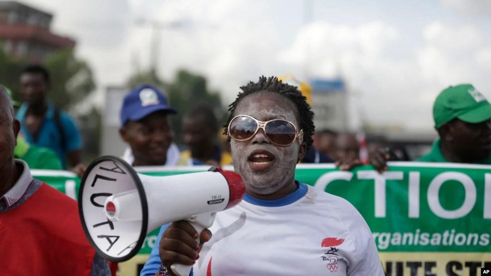 Manifestação contra op aumento do preço da gasolina