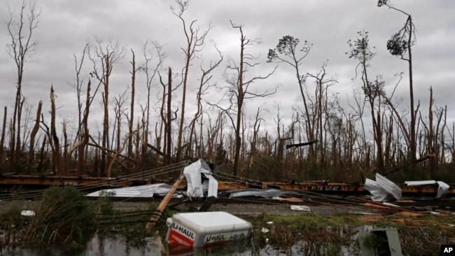 Vista de los daños ocasionados por el paso del huracán Michael por Panama City, Florida. (AP Foto/Gerald Herbert)