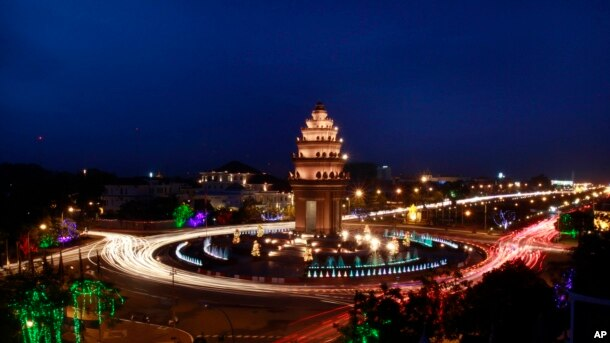 A traffic photo at the Cambodian Independence Monument. (AP Photo/Heng Sinith)