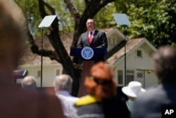 El Secretario de Estado Mike Pompeo habla en la Biblioteca Presidencial Richard Nixon, jueves 23 de julio de 2020, en Yorba Linda, California. (Foto AP / Ashley Landis, Pool)