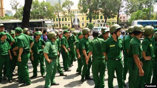 Chính quyền đã huy động đông đảo tất cả các lực lượng để ngăn, vây bắt người biểu tình, ngày 8/5/2016.
