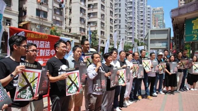 2019年6月7日香港民主党全体出动号召民众星期天上街反对《逃犯条例》修法 (美国之音申华拍摄)