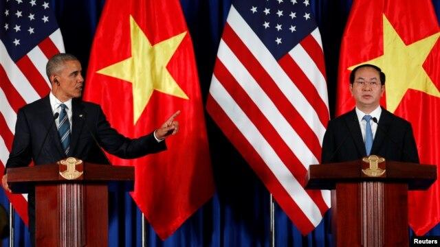 Tổng thống Obama phát biểu trong cuộc họp báo chung với Chủ tịch nước Việt Nam Trần Đại Quang, ngày 23/5/2016.