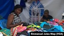 Ingénieure informaticienne à la base, Joëlle dirige son entreprise dans le cosmétique depuis 2017, le 11 février 2019. (VOA/Emmanuel Jules Ntap)
