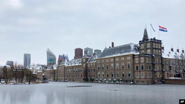 资料照片:位于海牙的荷兰议会大厦。(2021年2月9日)