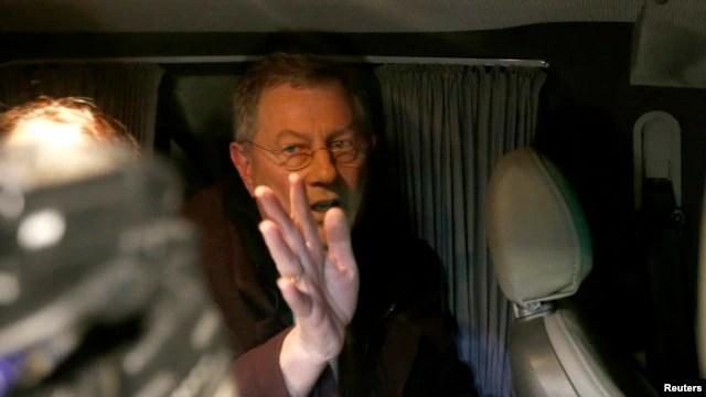 Ðặc sứ LHQ Robert Serry đã rời Crimea sau khi bị những kẻ vũ trang đe doạ và bắt giữ trong thời gian ngắn, ngày 5/3/2014.<br />