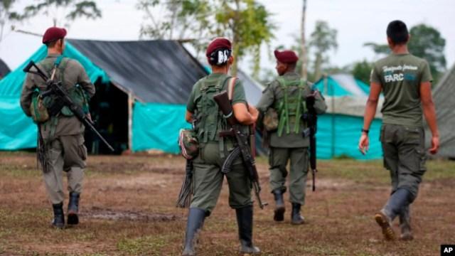 Miles de rebeldes izquierdistas están dando un paso importante en Colombia Proceso de paz, proporcionando a los observadores de las Naciones Unidas un inventario del armamento que pronto se entregarán.