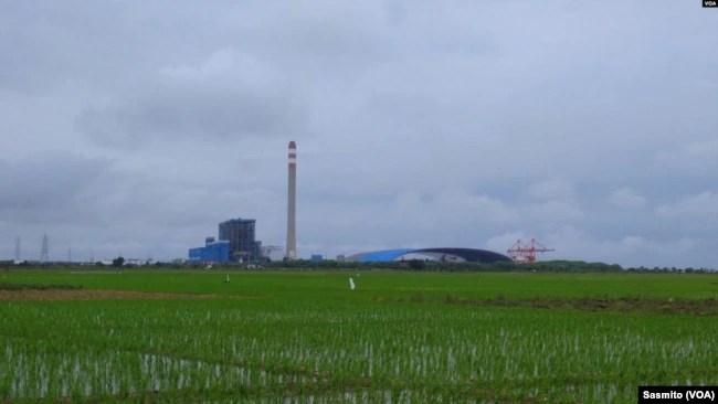 PLTU 1 Jawa Barat Indramayu berbahan bakar batubara di Desa Sumur Adem, Kecamatan Sukra, Kabupaten Indramayu, Jawa Barat. (Foto: Sasmito/Ilustrasi )
