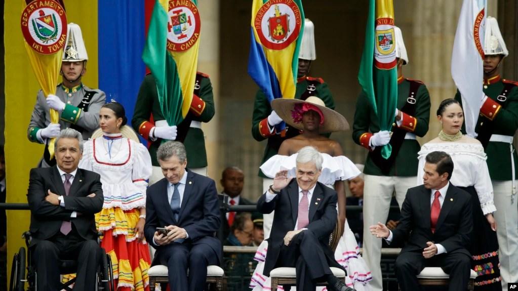 Los presidentes de Ecuador Lenín Moreno, Mauricio Macri de Argentina, Sebastián Piñera de Chile y Enrique Peña Nieto de México, en la ceremonia de toma de posesión del nuevo presidente de Colombia Iván Duque, en Bogotá. Martes 7 de agosto de 2018. (AP Photo/Fernando Vergara)