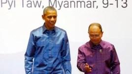 Tổng thống Mỹ Barack Obama được Tổng thống Myanmar Thein Sein chào đón tại Hội nghị Thượng đỉnh các Quốc gia Đông Nam Á ASEAN lần thứ 25 tại Naypyitaw, ngày 12/11/2014.