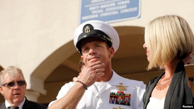 Kepala Operasi Khusus Navy SEAL AS Edward Gallagher dalam konferensi pers setelah persidangan militer di Pangkalan AL San Diego, di San Diego, California, 2 Juli 2019. (Foto: Reuters)