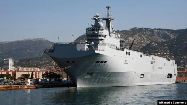 Tàu đổ bộ trực thăng lớp Mistral của Pháp.