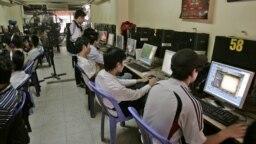 Một tiệm Internet ở Hà Nội.