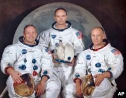 """Soldan sağa, Neil Armstrong, Michael Collins, Edwin E. """"Buzz"""" Aldrin"""