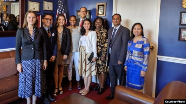 Ledy Simarmata bersama para peserta McCain Institute's Next Generation Leaders 2020 di kantor anggota Kongres AS William Hurd di Washington DC (foto: courtesy).