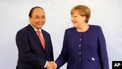Quan hệ Việt-Đức tiếp tục căng thẳng hơn sau khi các nhà lập pháp Đức kêu gọi thắt chặt các biện pháp chế tài Việt Nam và nguy cơ đổ bể của hiệp định thương mại Việt Nam-EU do sự căng thẳng này.