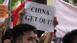 Biểu tình tại Hà Nội chống Trung Quốc đặt giàn khoan dầu ở Biển Đông, ngày 11/5/2014.